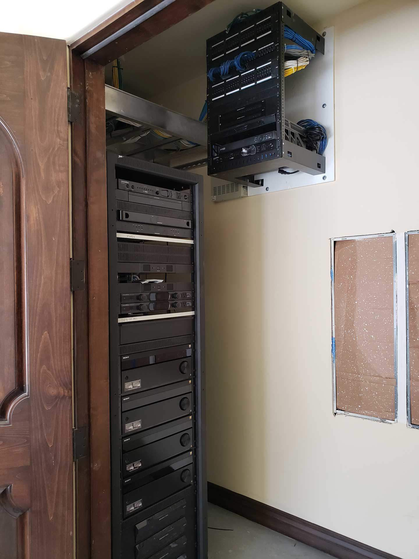 equipment-rack-and-network-small-rack